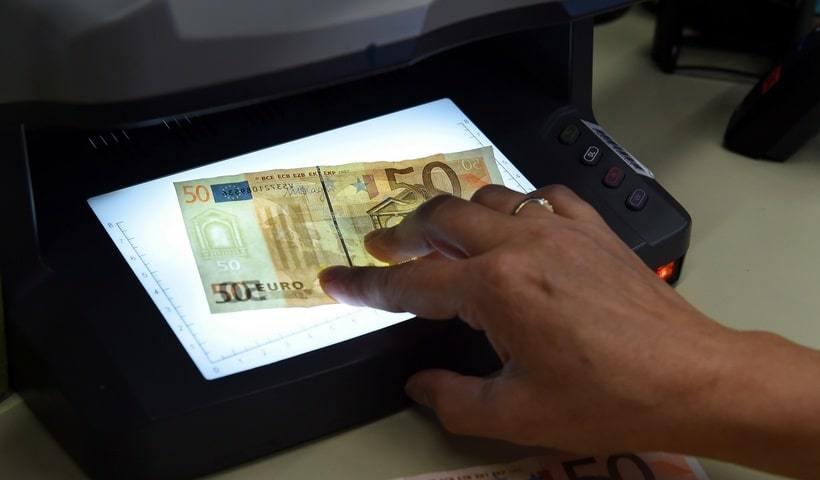 Водяной знак на Евро в детекторе банкнот DORS 1300
