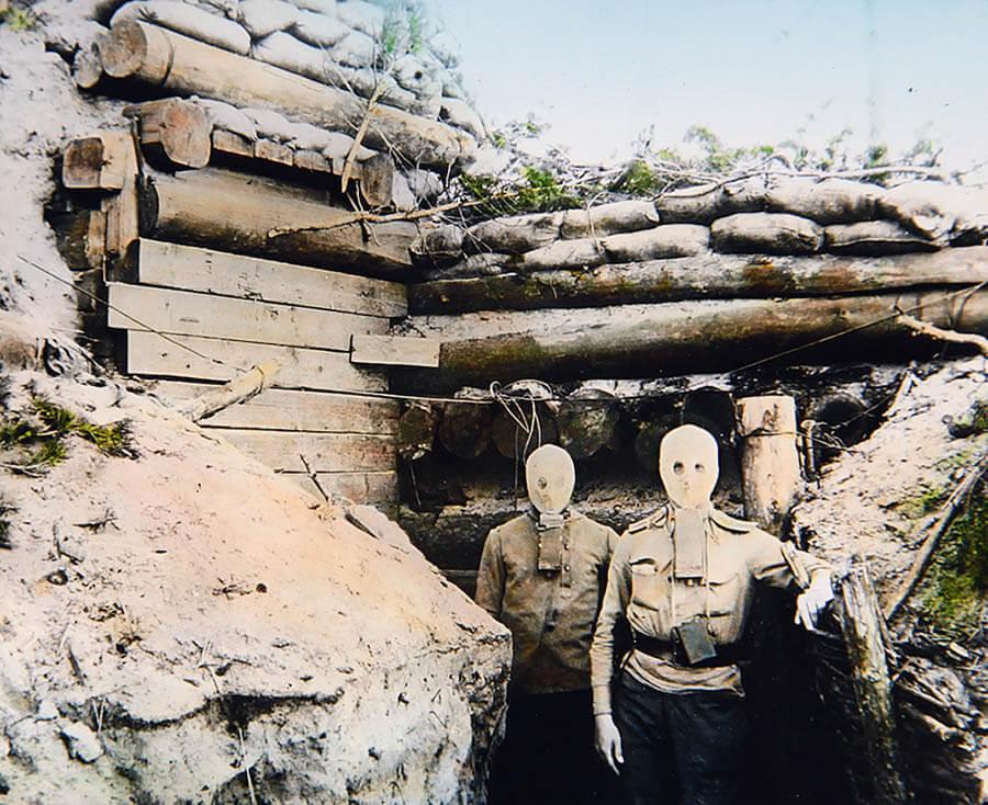 Русские солдаты в противогазах Зелинского-Кумманта