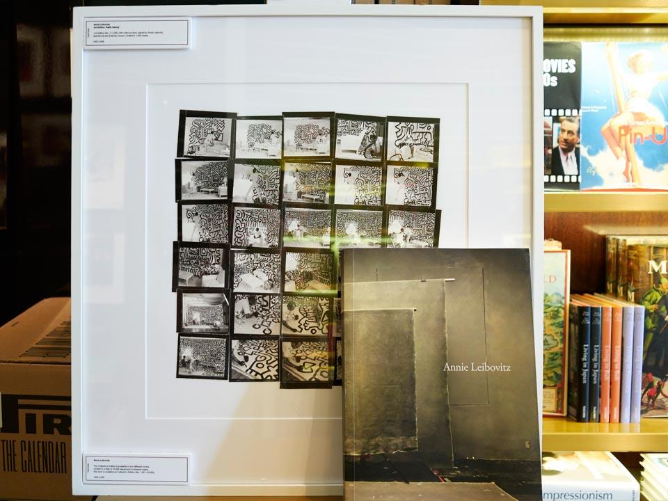 Книга с принтом от Анны Лейбовиц  в Taschen Miami. Koldunova + Klyosov