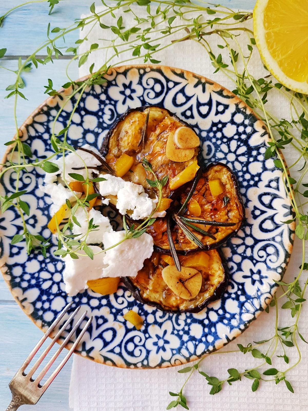 Маринованные баклажаны с ароматом бальзамического уксуса, чеснока, тимьяна и розмарина. Фото рецепт.