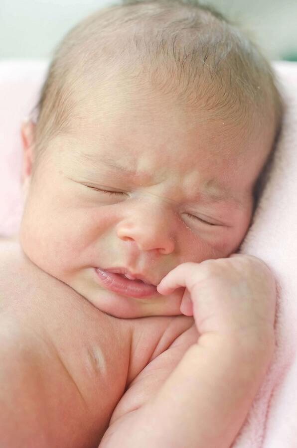 И очень часто бывает, что новоиспеченные родители проводят все ночи напролёт возле кроватки малыша.