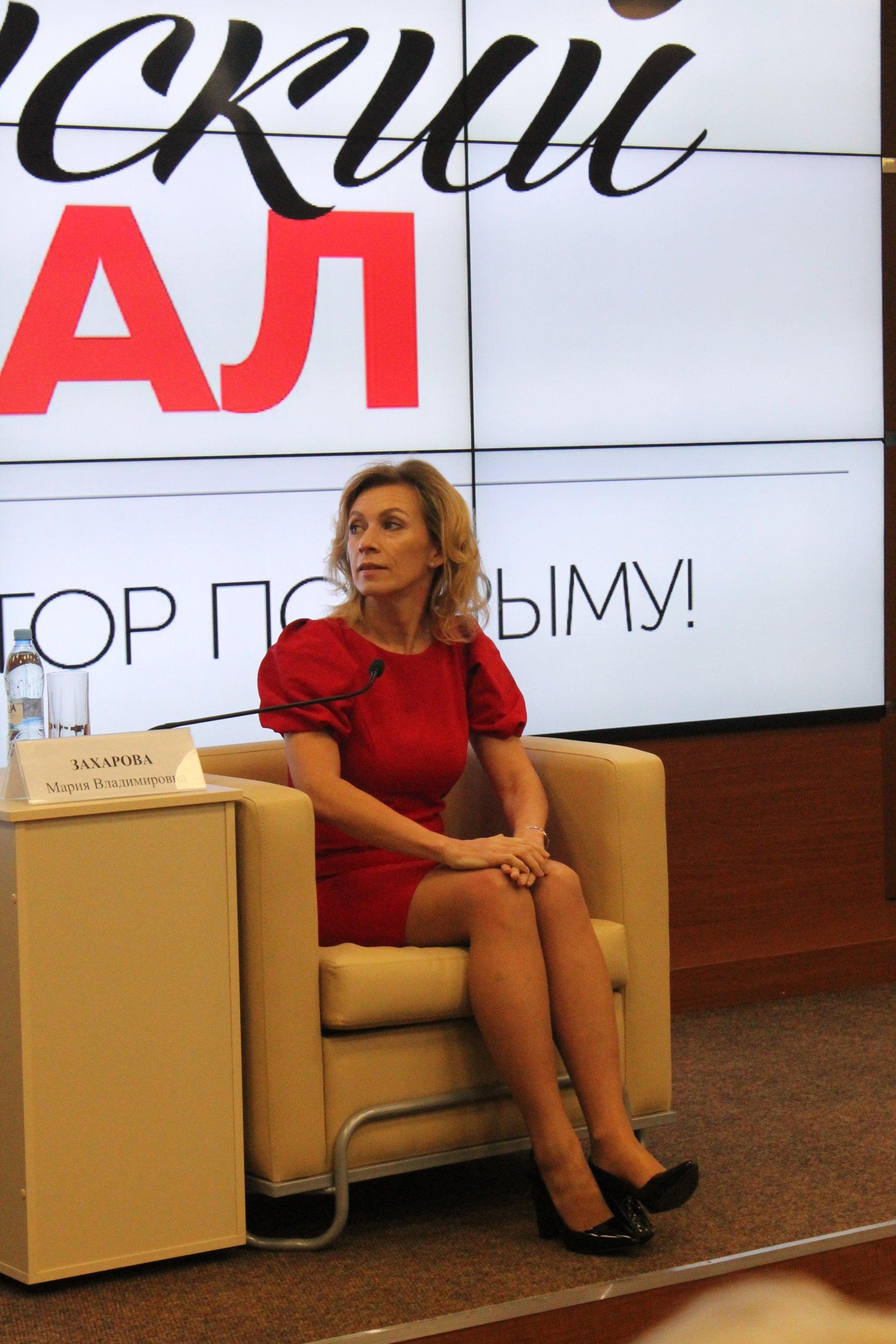 mariya-zaharova-mid-golaya