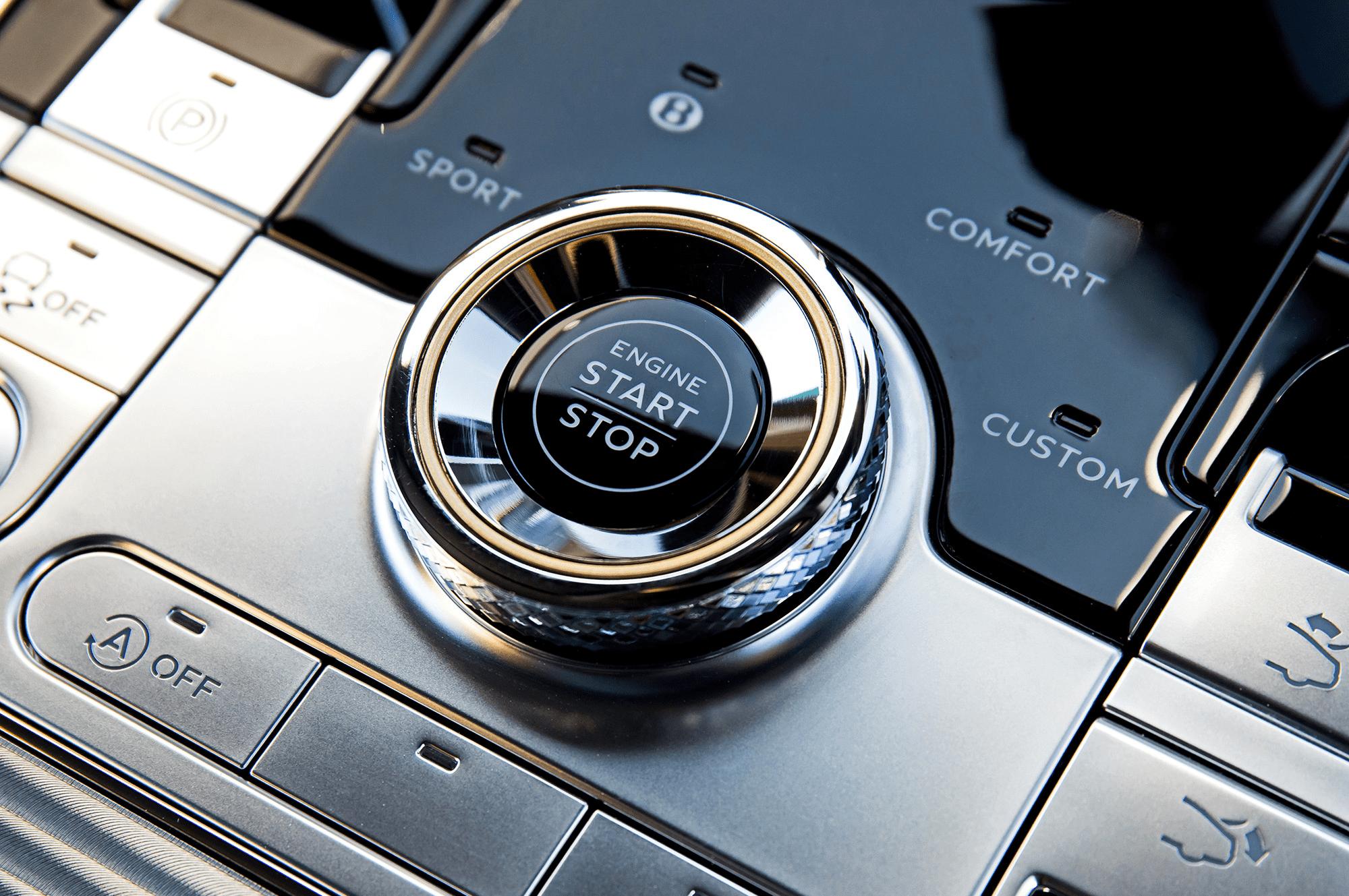 Кнопка запуска двигателя, совмещающая в себе шайбу переключения режимов езды, выглядит так.