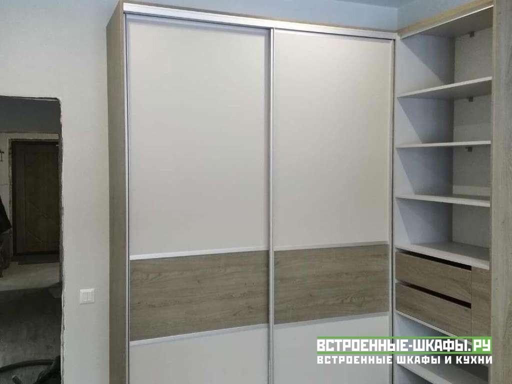 Угловой комбинированный шкаф купе с дверями гармошка