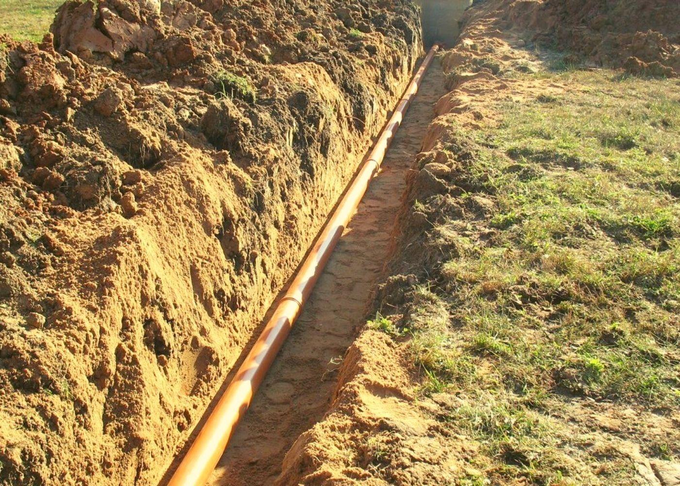 Как правильно проложить водопроводную трубу в земле?