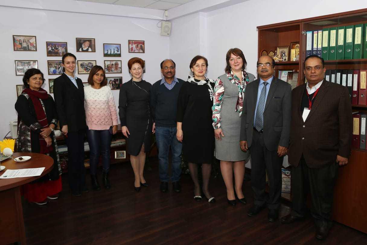 Наши гости— делегация из министерства образования Индии.
