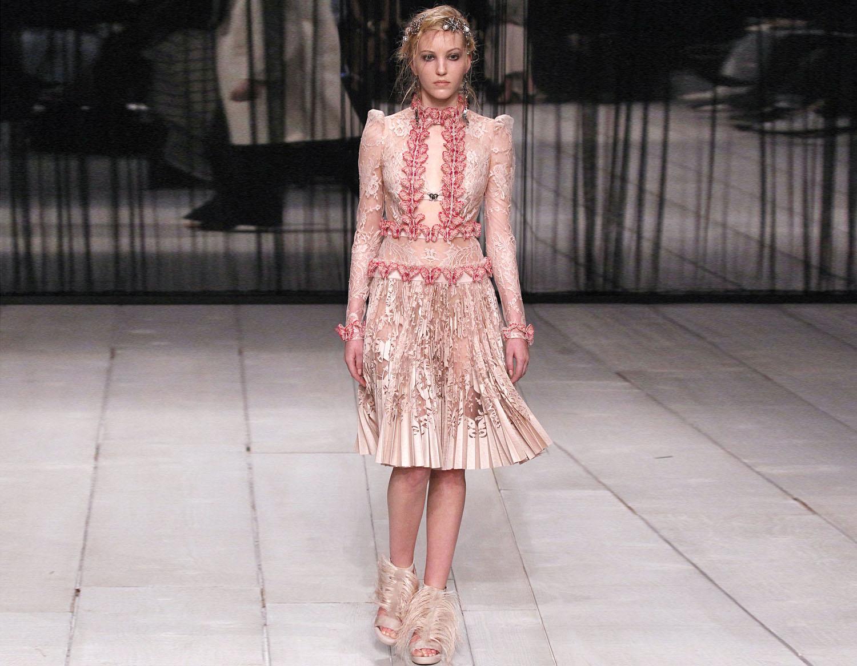 Платье в фантазийном стиле