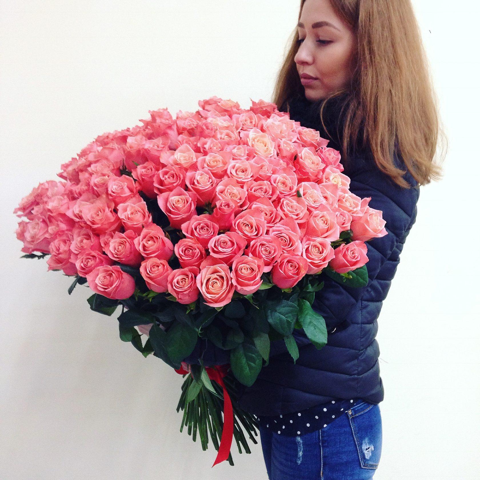 Доставкой, букет цветы из 50 роз спб