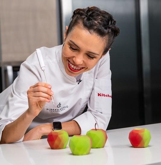 DINARA KASKO with dessert