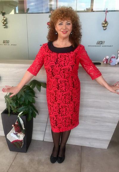 Олга Бузина, водеща на телевизионно предаване за култура и изкуство Анфас по TV1 с рокля от Ефреа.