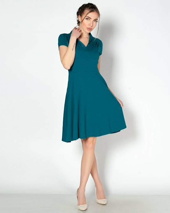 Ежедневна памучна рокля с къс ръкав.