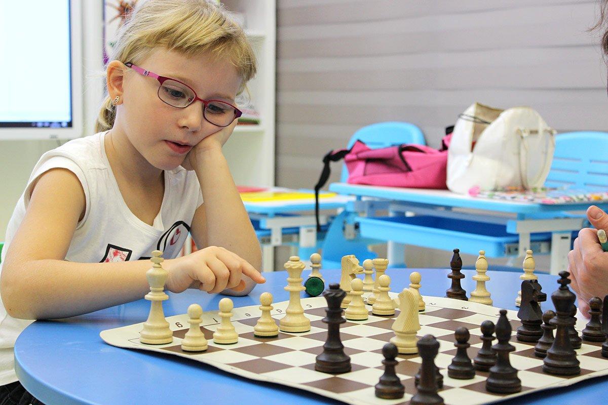 Занятия шахматами для детей в детском саду Изумруд