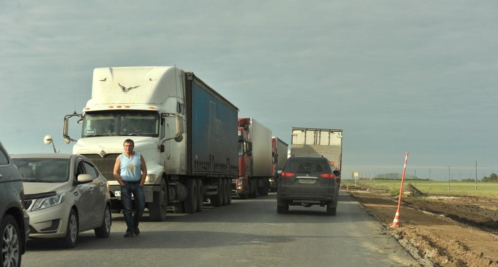 Грузовой транспорт, к сожалению, сегодня во многом теневой. А это — огромные потери налогооблагаемой базы (фото: Wikimedia)
