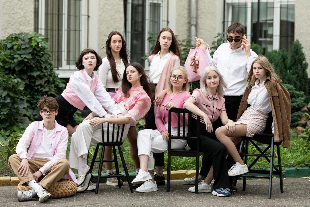 Фотосессия на выпускной альбом в розовом