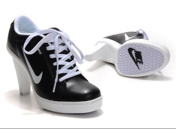 0a9fdb47 Внешне, конечно, ботильоны, но на сайтах некоторых онлайн-магазинов такая  обувь находится в категории кроссовок. Как узнать, в какой категории  захочет ...