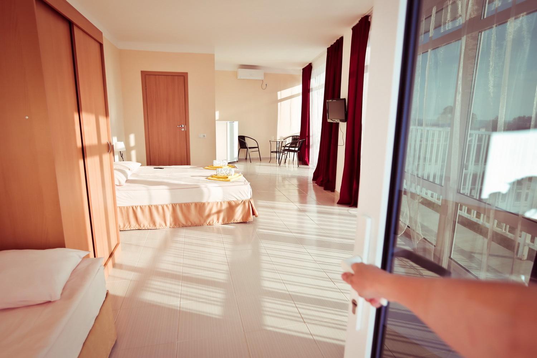 Наполнение номера в отеле Марсель (Лермонтово)
