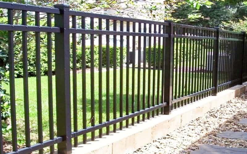 Сварной забор с декоративными на ленточном фундаменте