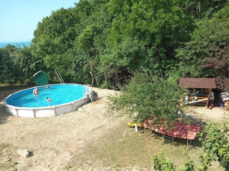 Территория с бассейном на базе отдыха Камелия Голд, Лермонтово
