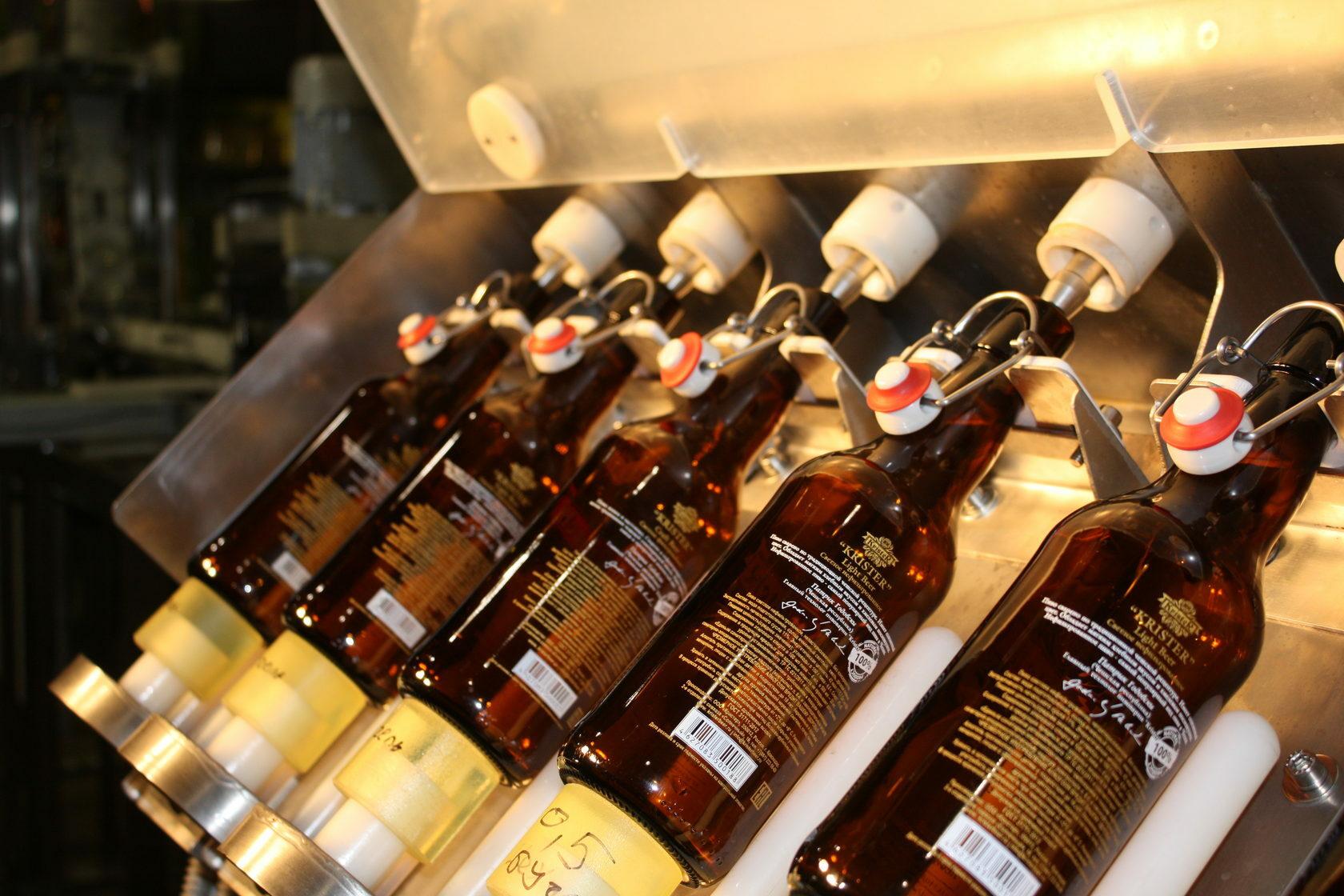 Розлив в бугельные бутылки: под каким давлением, особенности и советы