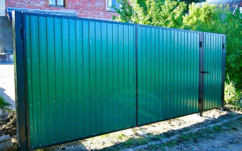 Распашные ворота из профнастила цвет зеленый