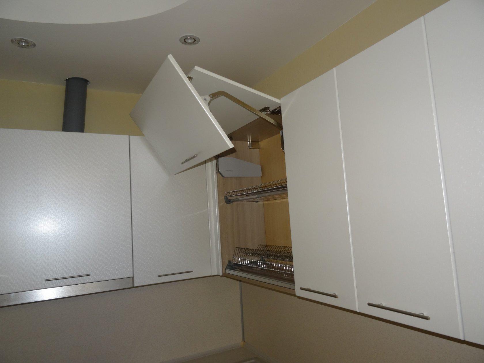 Большой угловой кухонный гарнитур