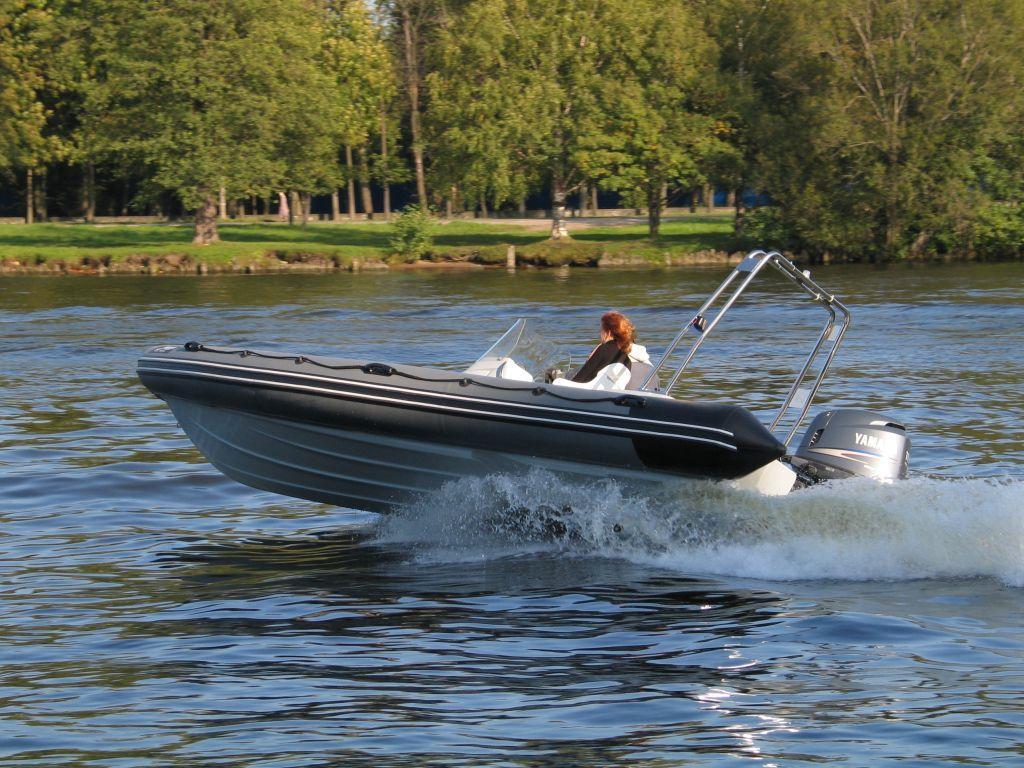 Лодка моторная RIB для туризма и рыбалки