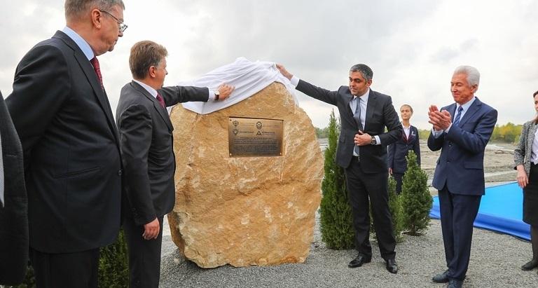 С российской стороны в церемонии закладки символического камня принял участие министр транспорта Максим Соколов (фото: Минтранс РФ)