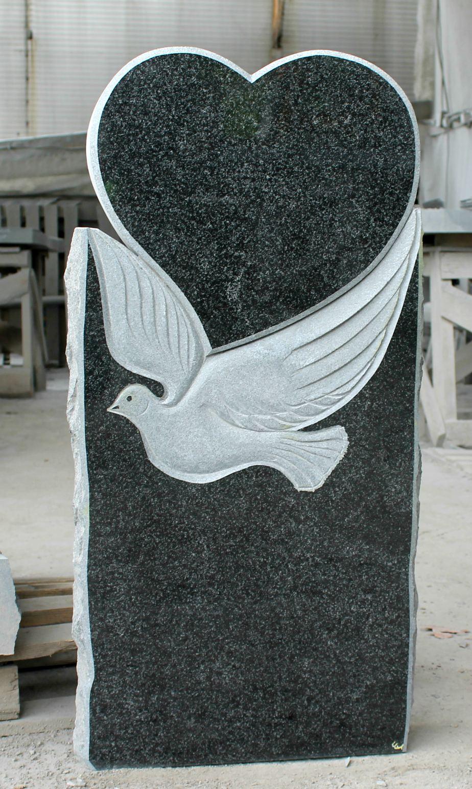 Памятник с голубем и сердцем