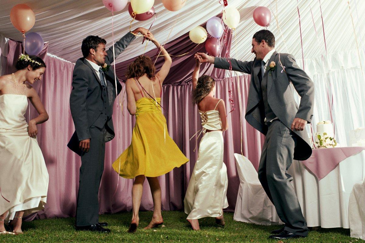 Свадебные поздравления и конкурсы на свадьбе для гостей определенные правила