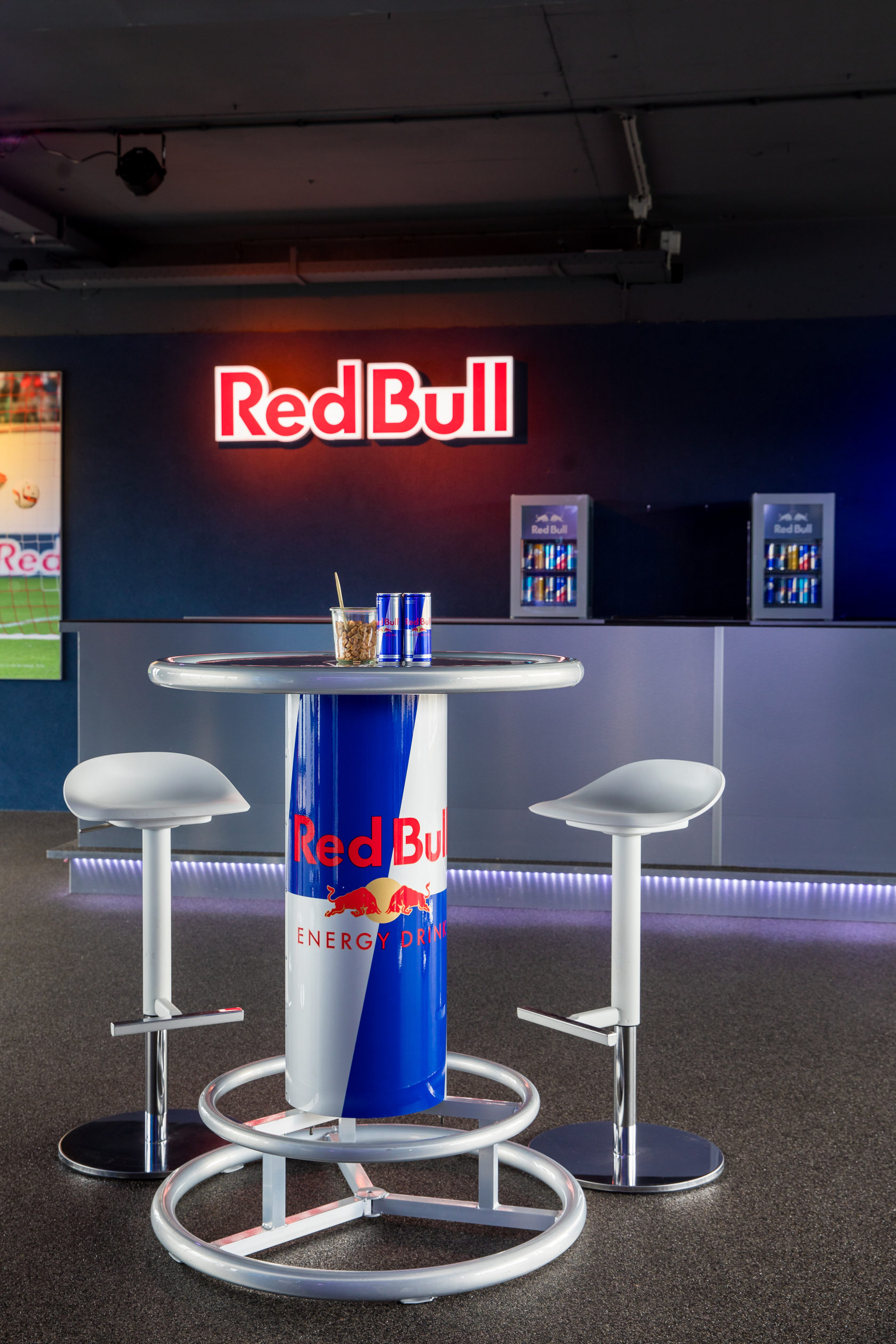 Statafel Red Bull.Red Bull Lounge
