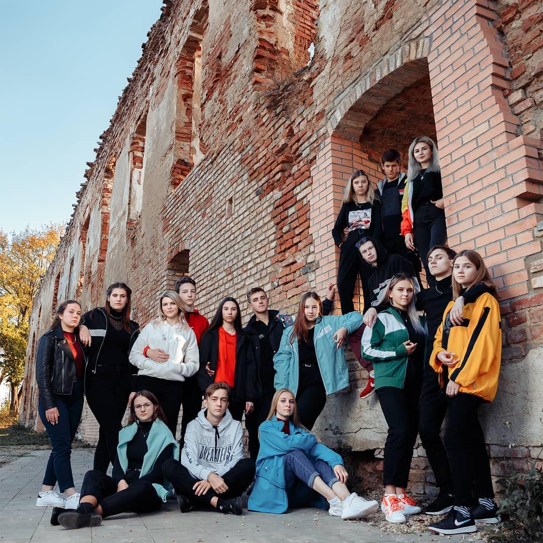 Школьная фотосессия на развалинах