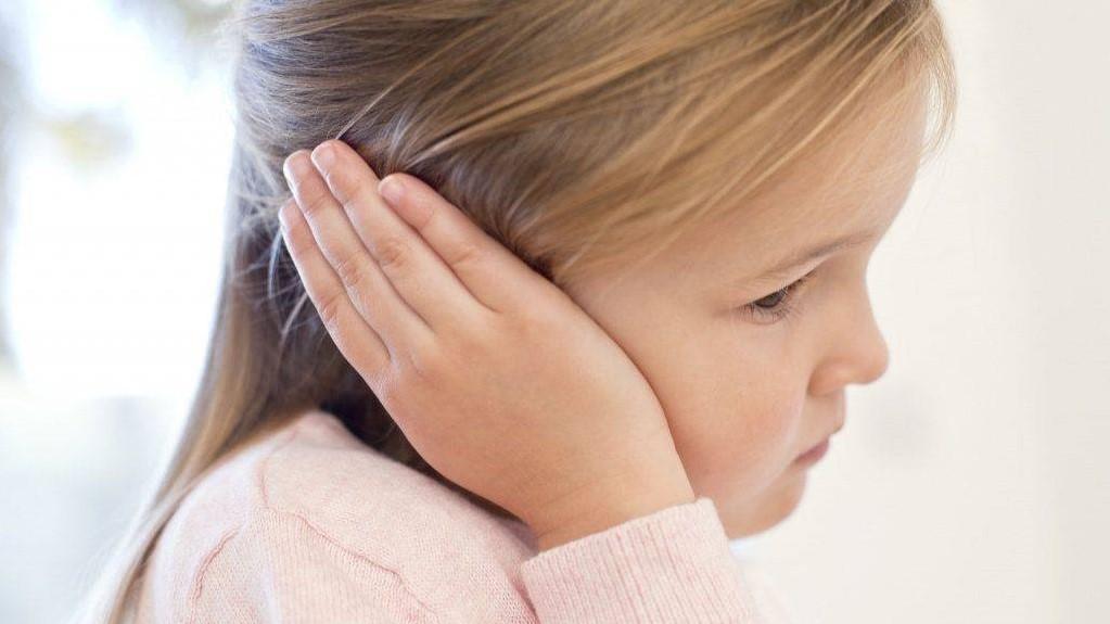 Серная пробка - помощь детского ЛОР