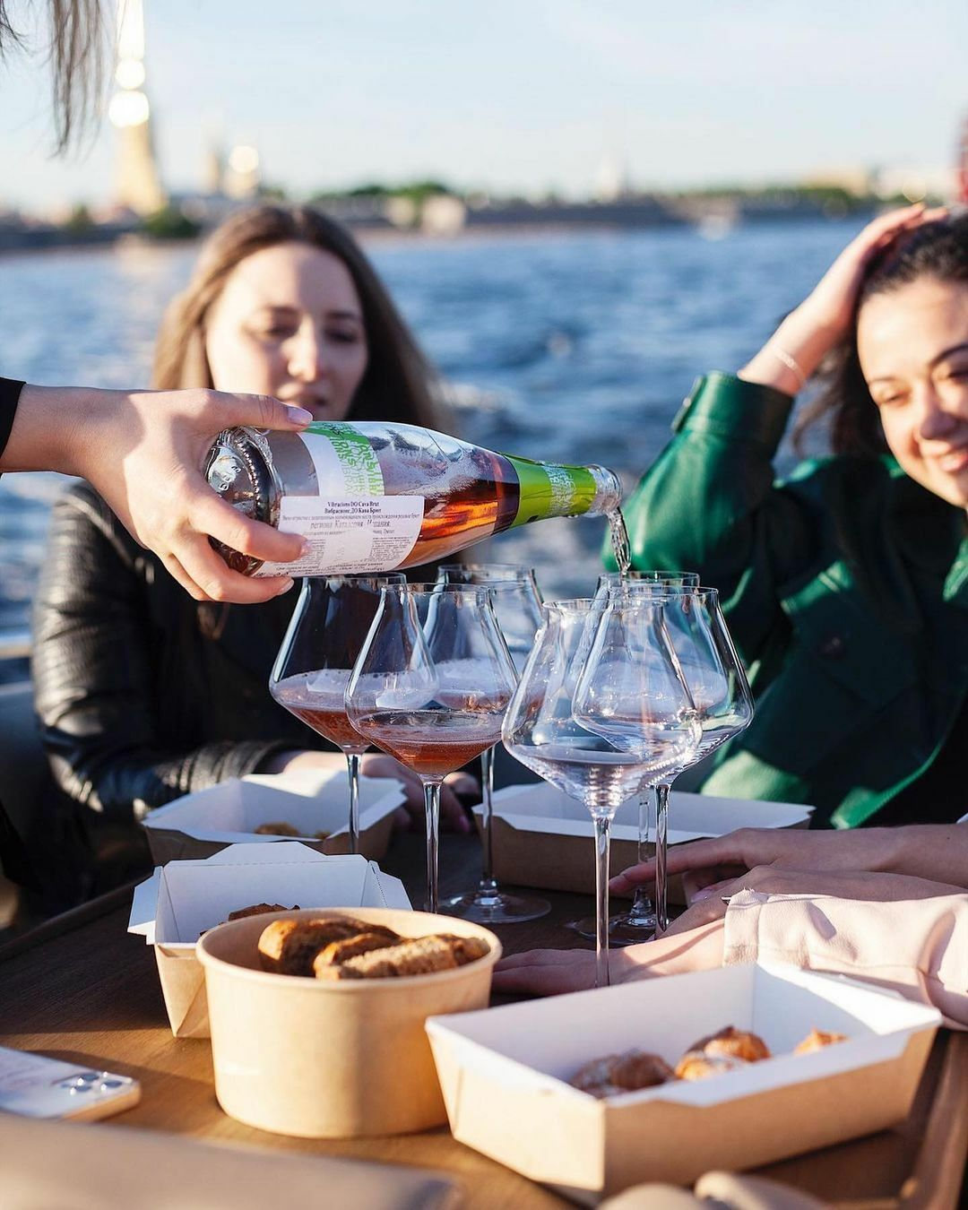 Boat Trip ресторана Charlie, Санкт-Петербург