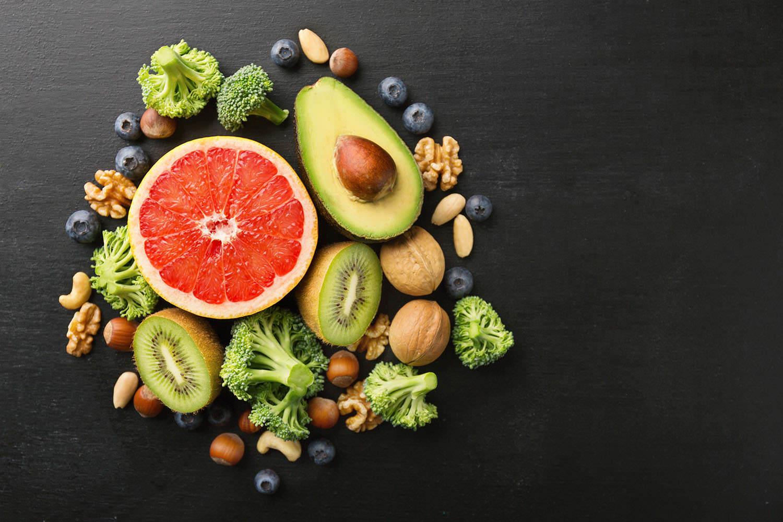 Свежие фрукты, овощи, ягоды и орехи рекомендуют употреблять эксперты сети студий персональных тренировок PRO TRENER