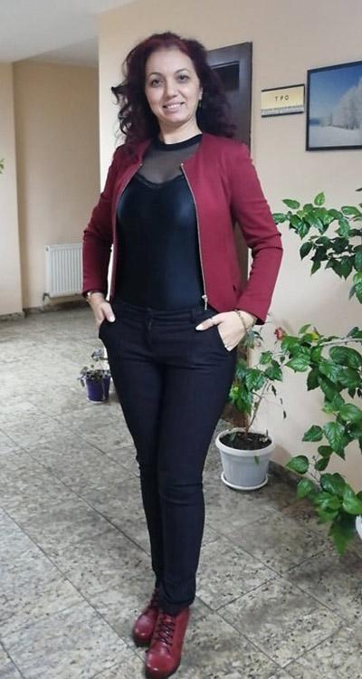 Черен дамски панталон, блуза и сако от Ефреа.