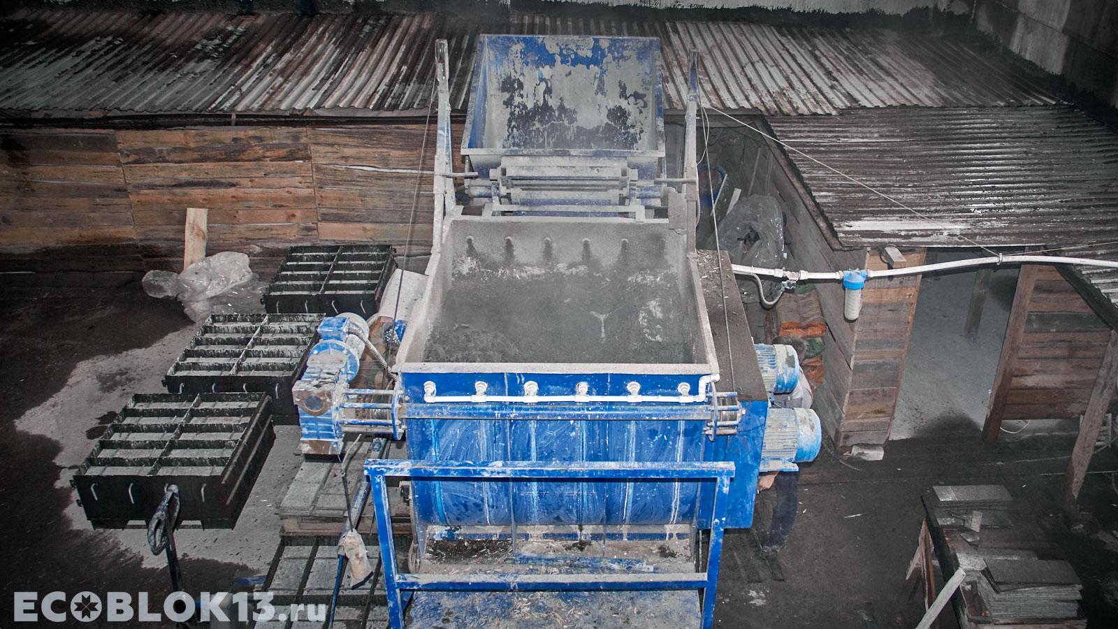 в цеху на производстве арболита