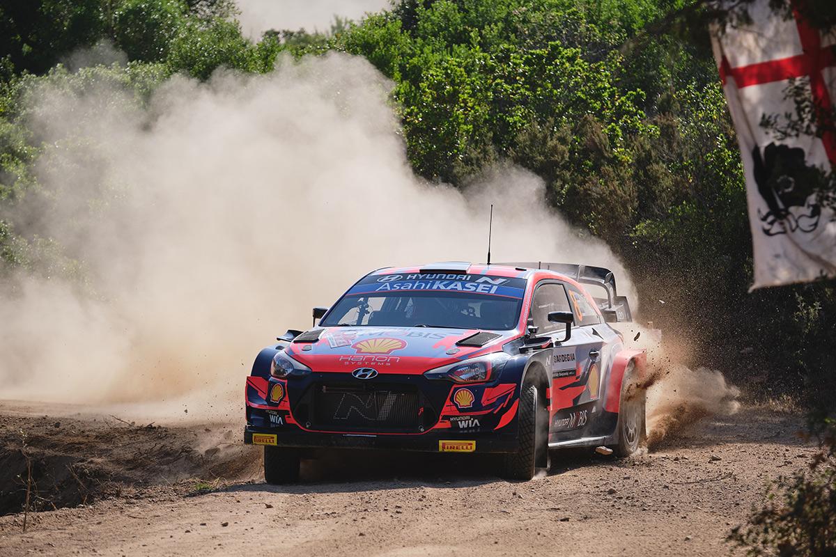 Отт Тянак и Мартин Ярвеоя, Hyundai i20 Coupe WRC, ралли Сардиния 2021