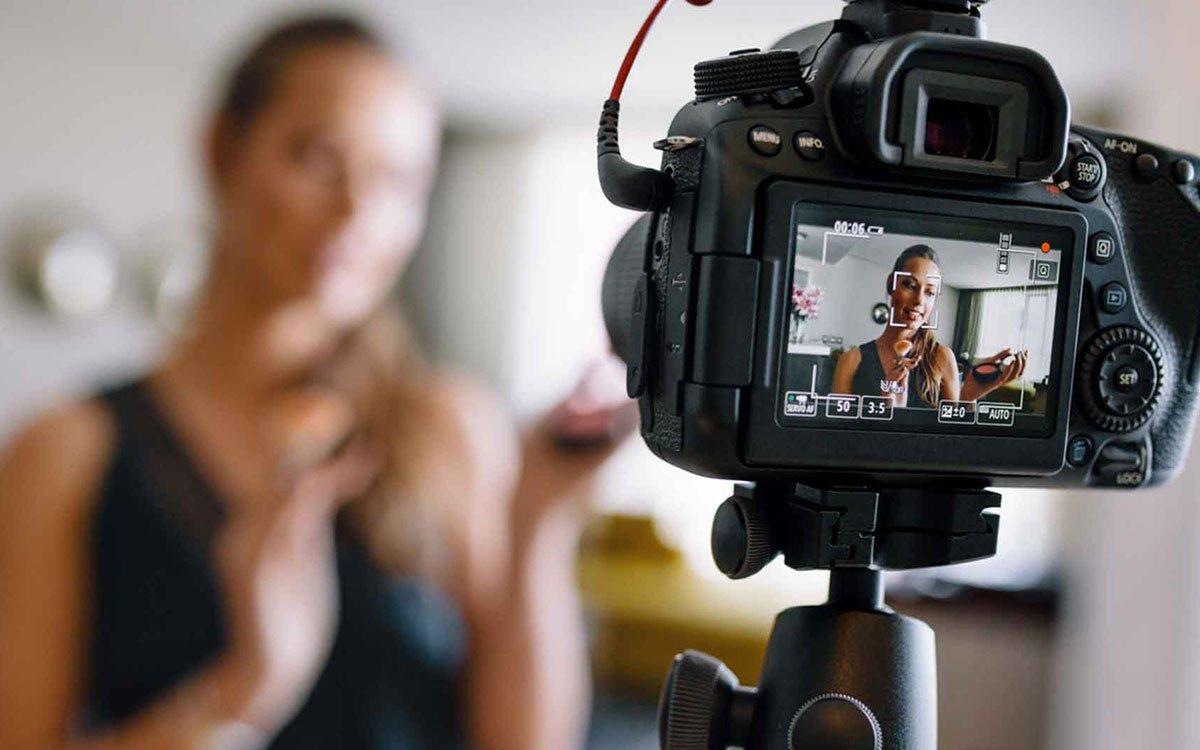 видео про выступления мужчин на камеру