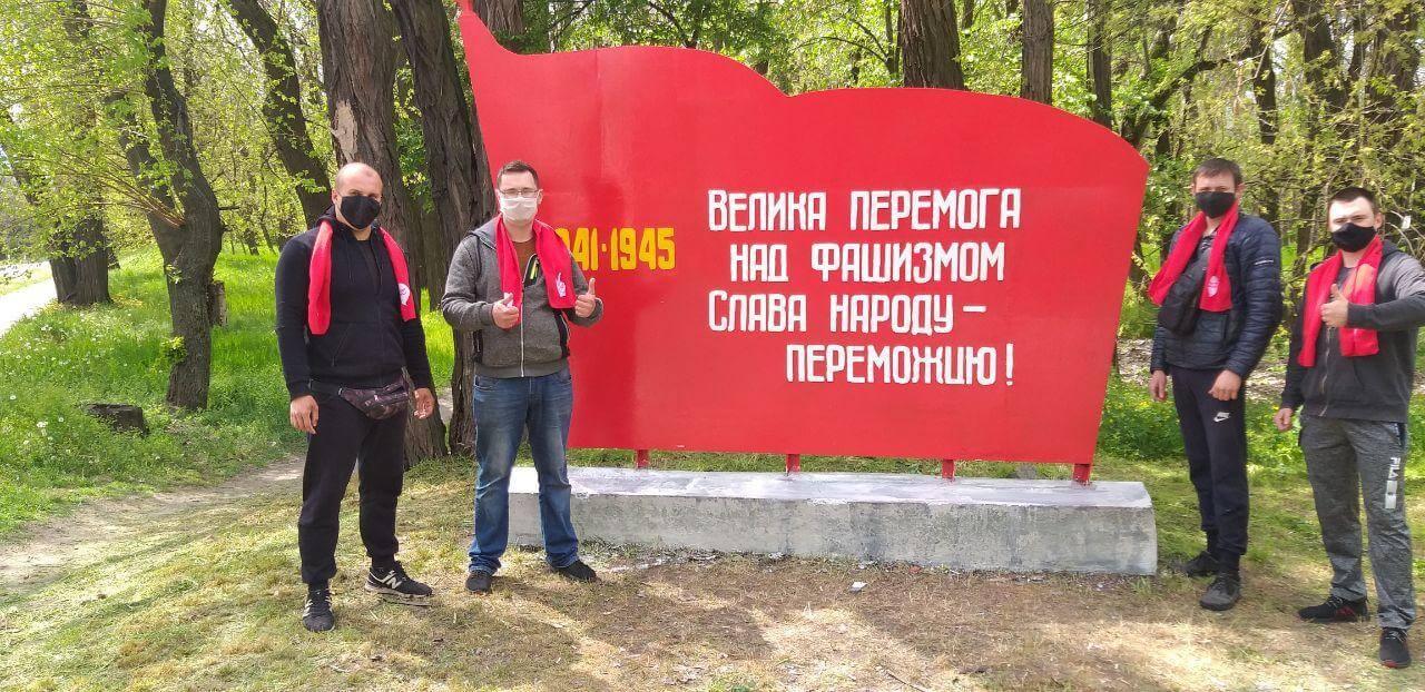 активисты Партии Шария восстановили памятник - фото