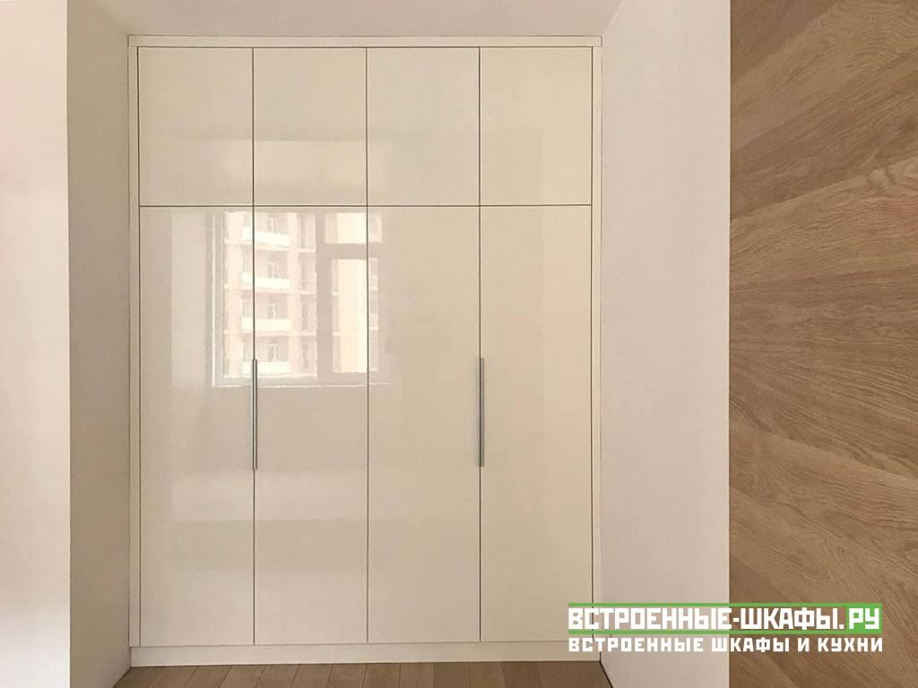 Встроенный шкаф в нише МДФ с глянцевым пластиком