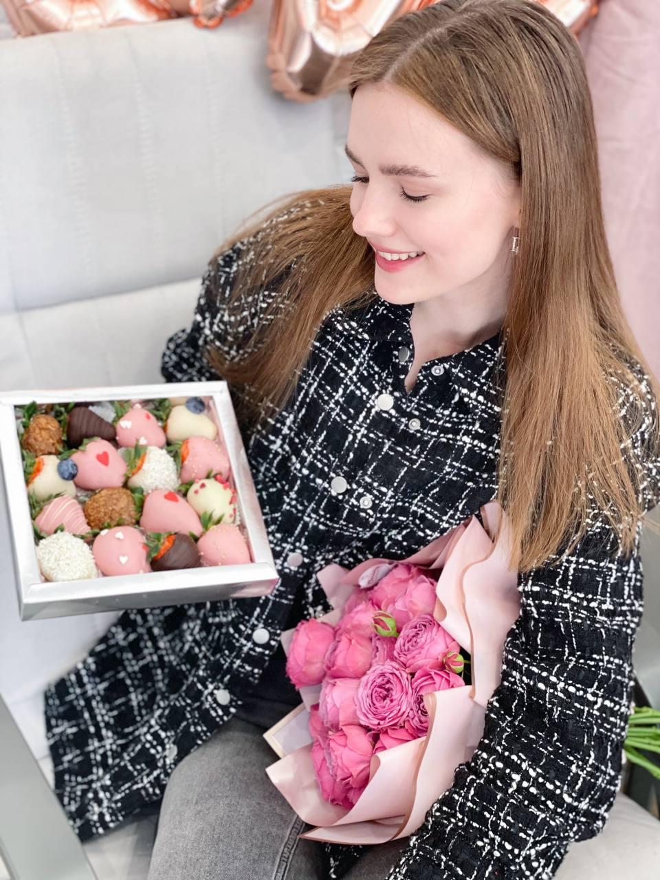 клубника в шоколадке с цветами Калининград