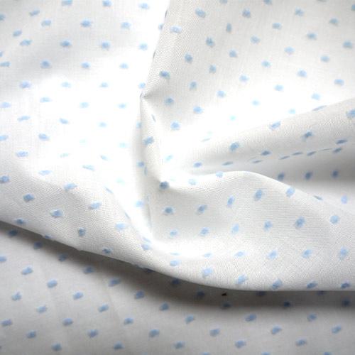 Памучната материя на точки се използва за изработката на различни дрехи и завеси