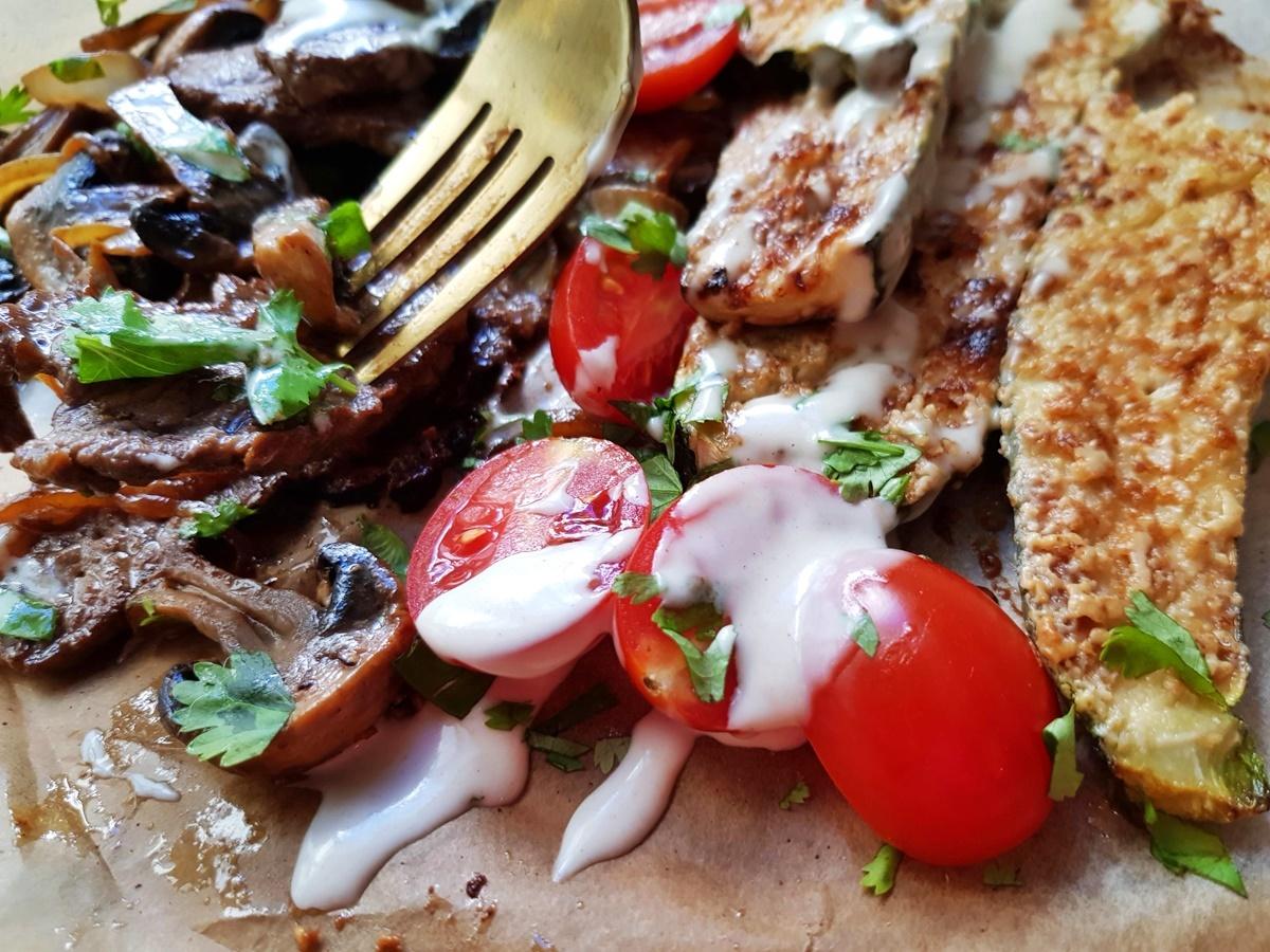 Кабачки в духовке и жареное мясо. Рецепт с фото.