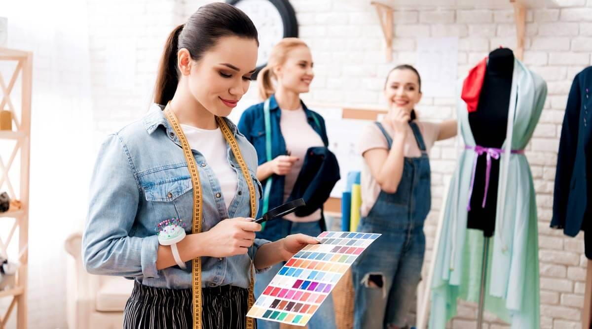 В тази публикация ще научите кои са 10 от най-модерните цветове за сезон пролет/лято 2021 г. както и 5 класически допълнителни нюанса.