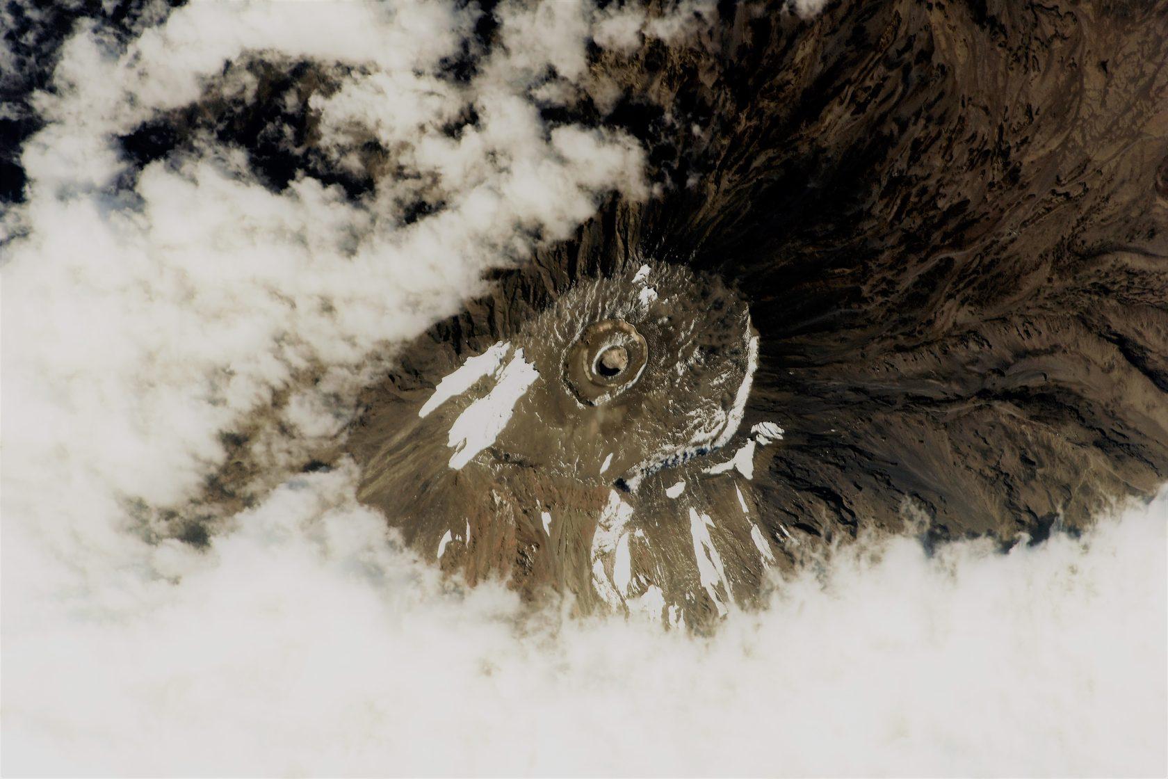 Фото Сергея Рязанского из космоса на Килиманджаро