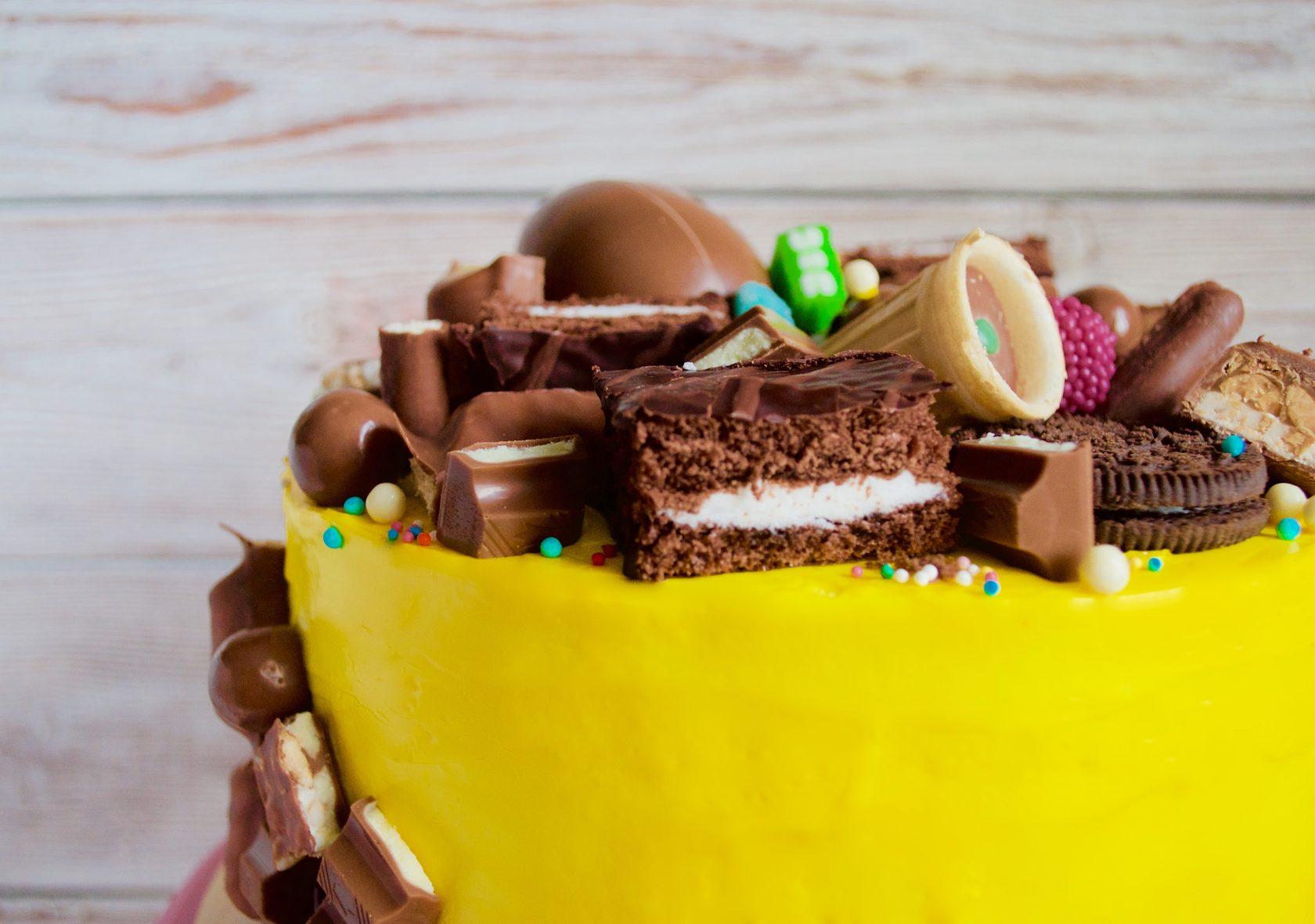 желтый торт на годик