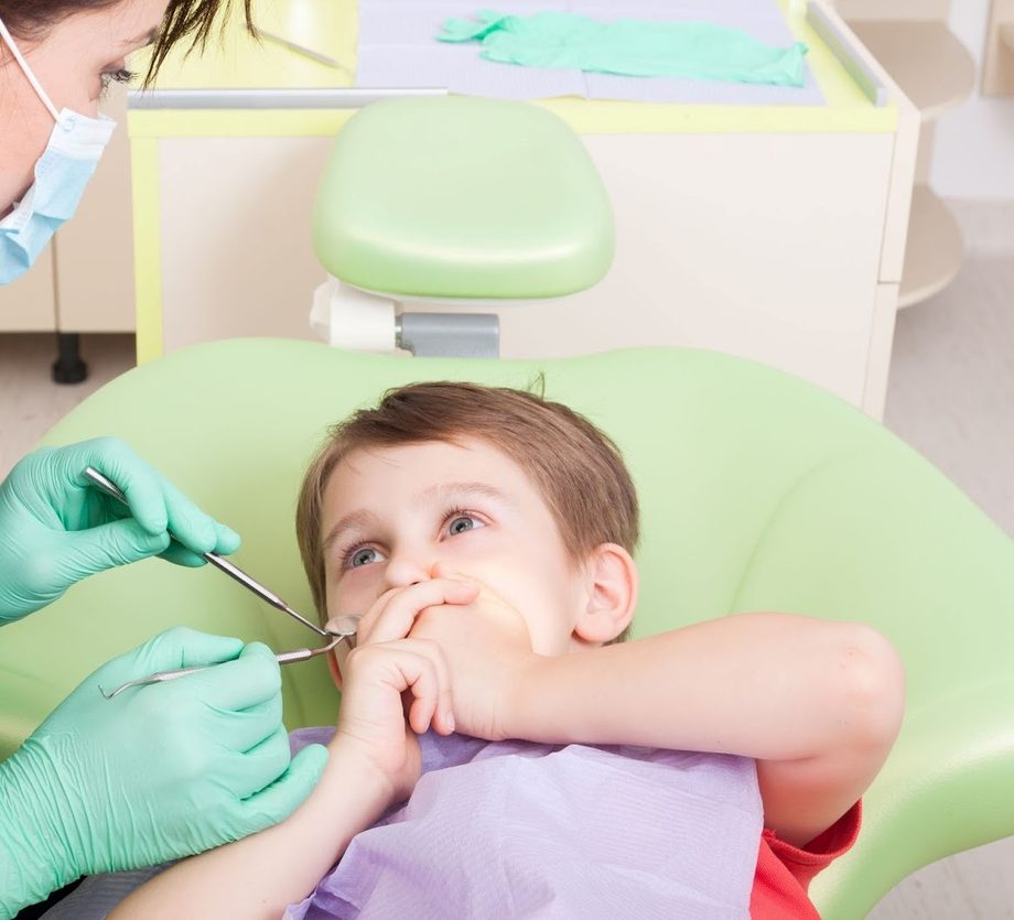 Ребенок боится стоматолога, что делать?