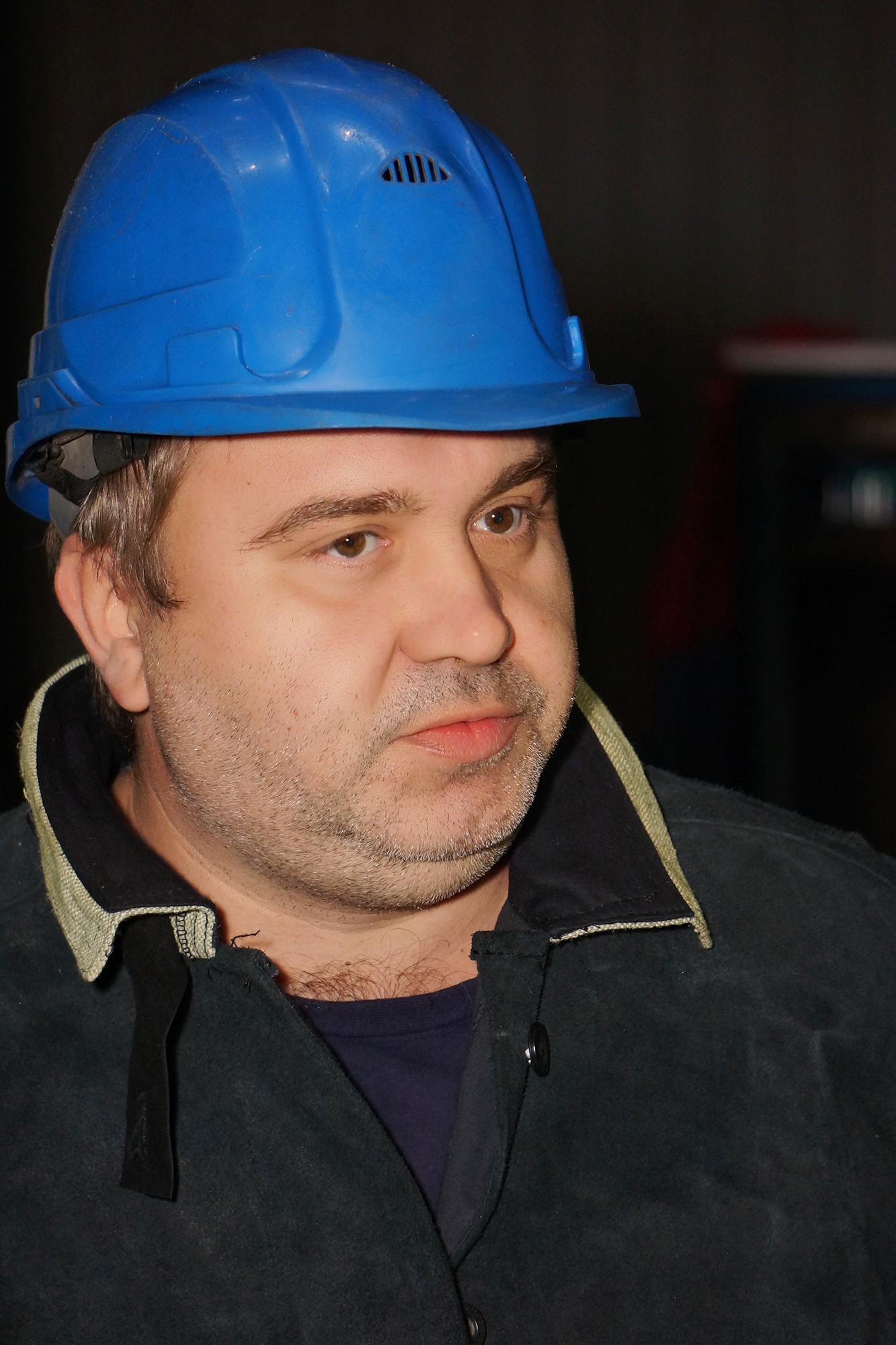 <strong>Новиков Алексей, бригадир электросварщиков цеха №33.</strong><br /> На «Ижорских заводах» с 1994 года.<br />
