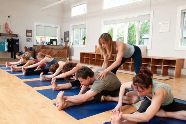 Гимнастические тренировки по йоге Киев