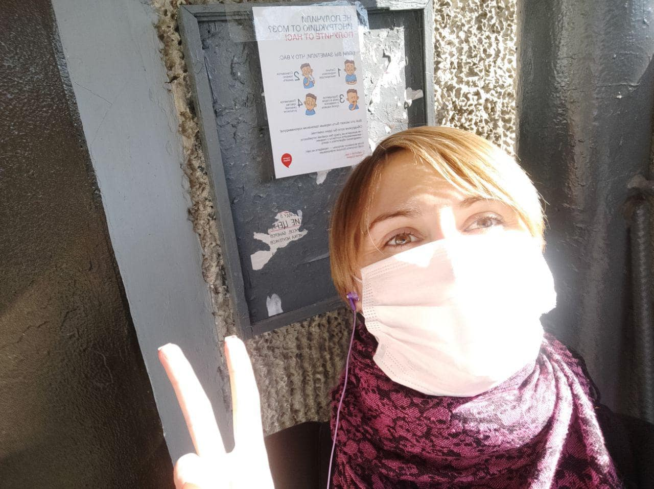 Команда Партії Шарія Полтава розклеює інформативні листівки - фото